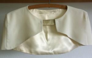 Cape courte pour tenue de soirée